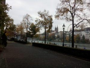 Autofreies Rheinufer auf der Kleinbaseler Seite