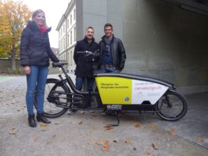 Das carvelo Team mit Urban Arrow