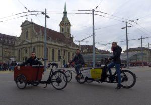 Das carvelo Team auf dem Bahnhofsvorplatz in Bern