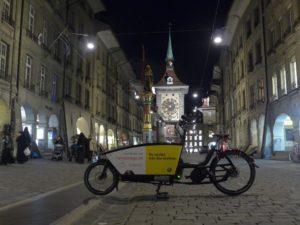 Ein Urban Arrow von carvelo2go in der Fußgängerzone von Bern.