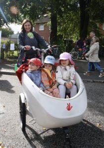 Cargobike-Test in Norderstedt: Mutter mit vier Kindern auf einem trioBike.