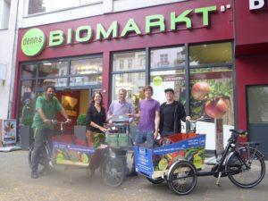 Freie Lastenradler Berlin vor denn's Biomarkt am Kaiserdam 112