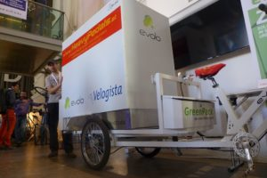 Cargobike mit großem Wechselcontainer.